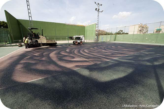 El ayuntamiento inicia las obras de restauración de las pistas exteriores del pabellón central
